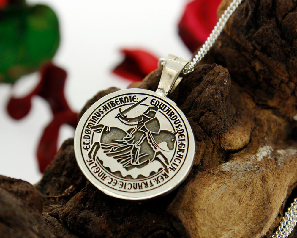 Design King Edward III coin design available for re-engraving on round pendants.