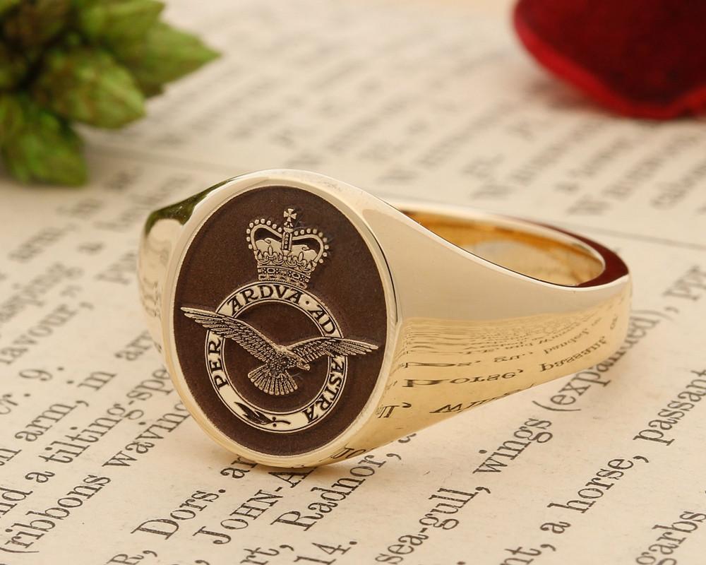 Royal Airforce Badge Signet Ring 9ct Gold Negative Aged