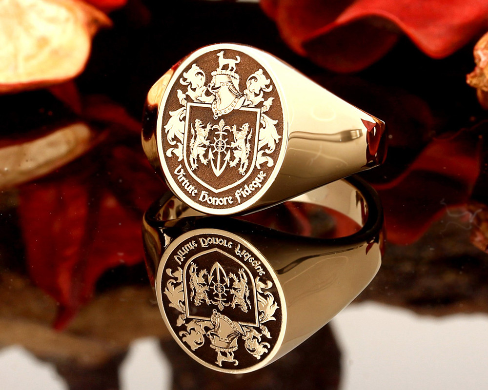 Family Crest Signet Ring 9ct Gold HS24 Negative Engraving.