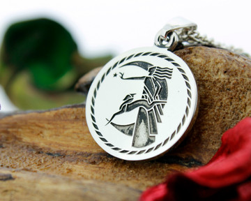 Art Deco design with rope border, available for re-engraving on round pendant.