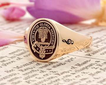 Robertson Scottish Clan Signet Ring HS8 9ct Gold