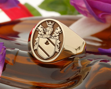 Tracy Family Crest Signet Ring HS24 Negative 9ct Gold
