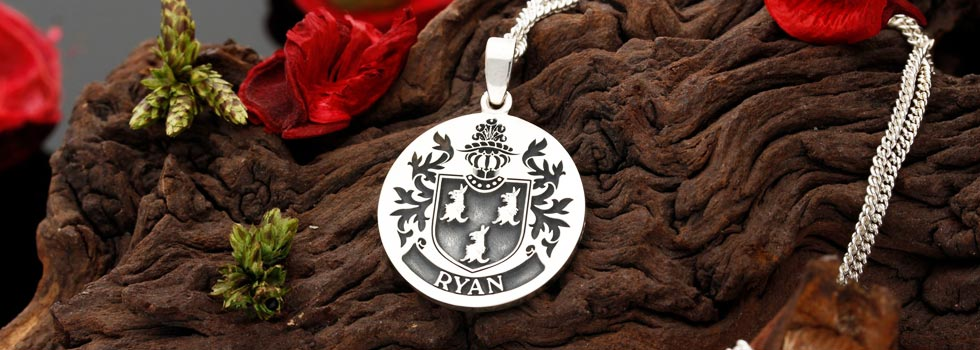 Family Crest engraved silver pendant