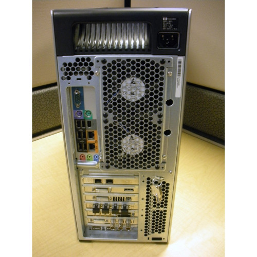 HP FF825AV Z800 Workstation W5580 3 2GHz (2P) 12GB 250GB LINUX VE513AS#ABA