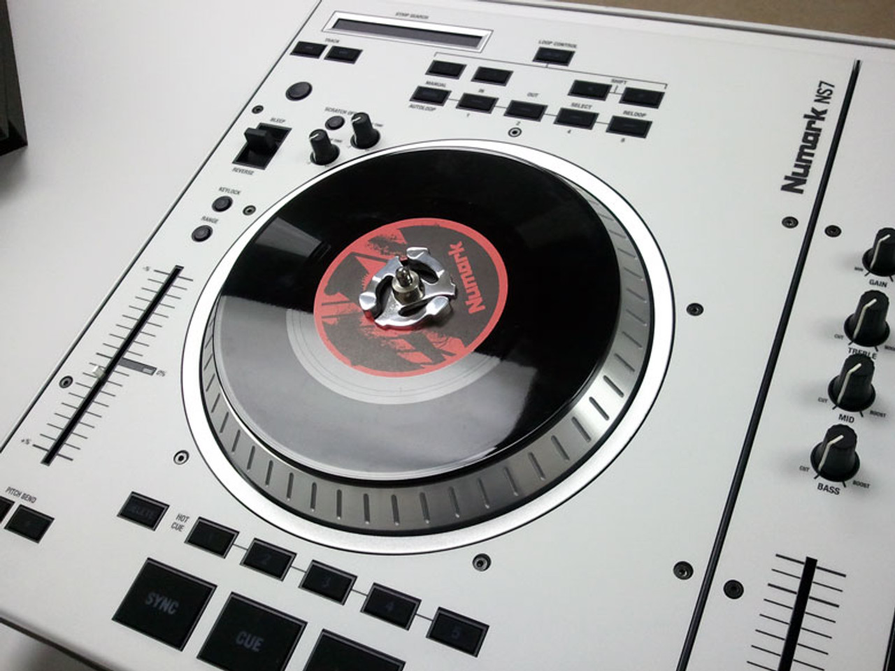Numark NS7 - White