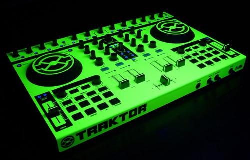 Native Instruments Kontrol S2 Skinz - UV Fluorescent