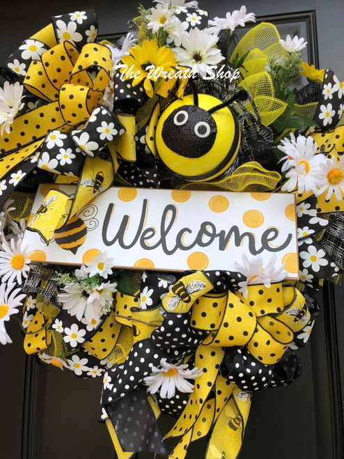 Welcome Bumblebee Wreath