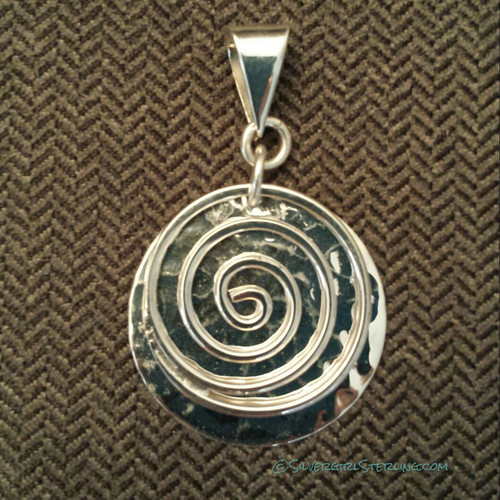 Swirl with Hammered Disc Pendant