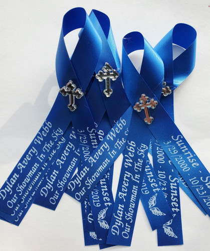 What do you put on a memorial ribbon?