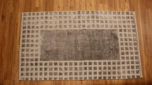 Modern design rug 3'x 5'