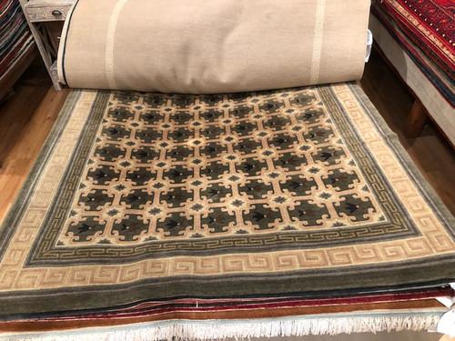 6' X 9' Modern design rug