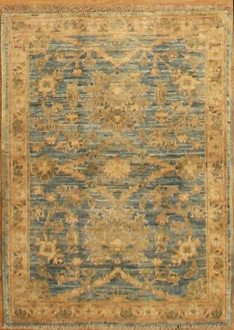 2'1 x 3' Light color small rug