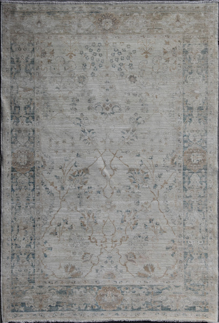 4'2 x 5'8 light gray Rug