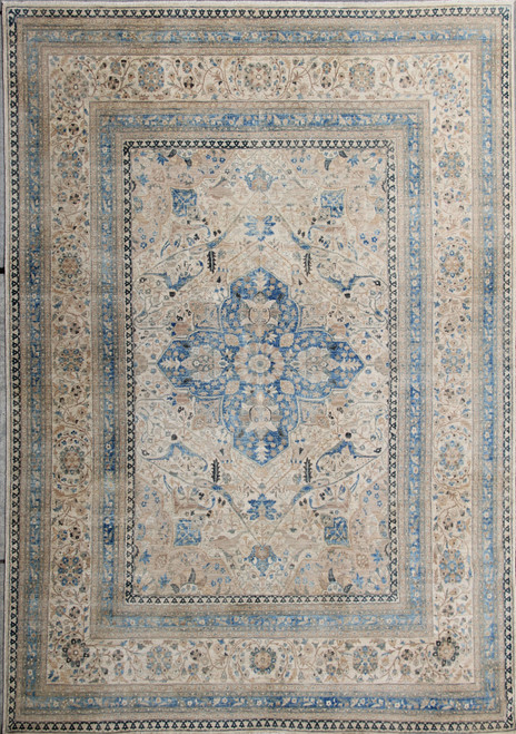 8'2 x 10'7 Light color Rug