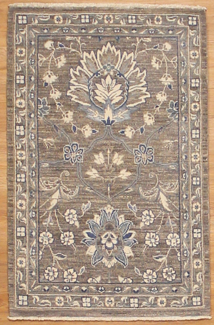 2' x 3'2 Transitional design Rug