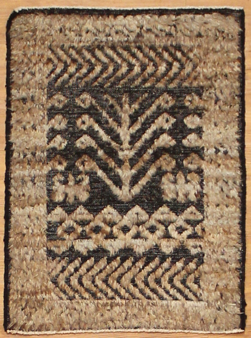 2'2 x 2'11 Light color rug
