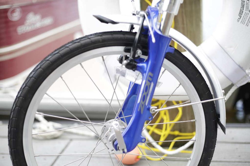 8C folding bike front wheel