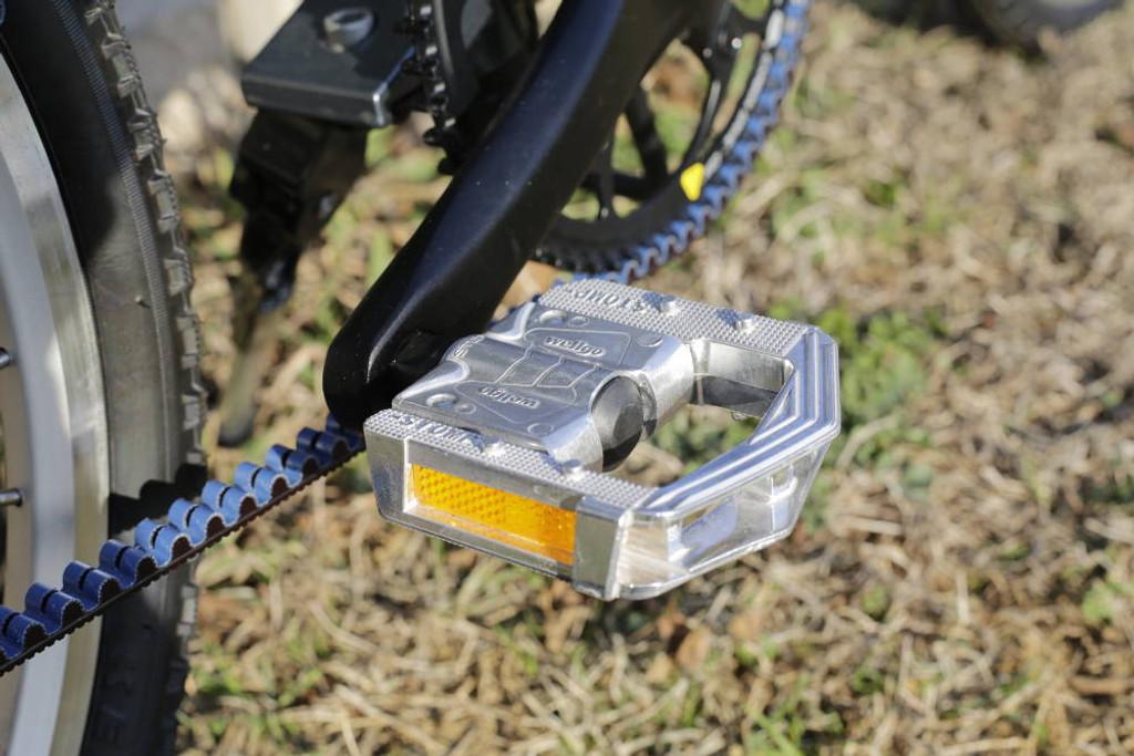11H folding pedal