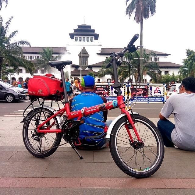 red nova folding bike