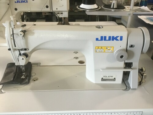 Juki DDL-8700L Single needle machine (with table, motor and stand)