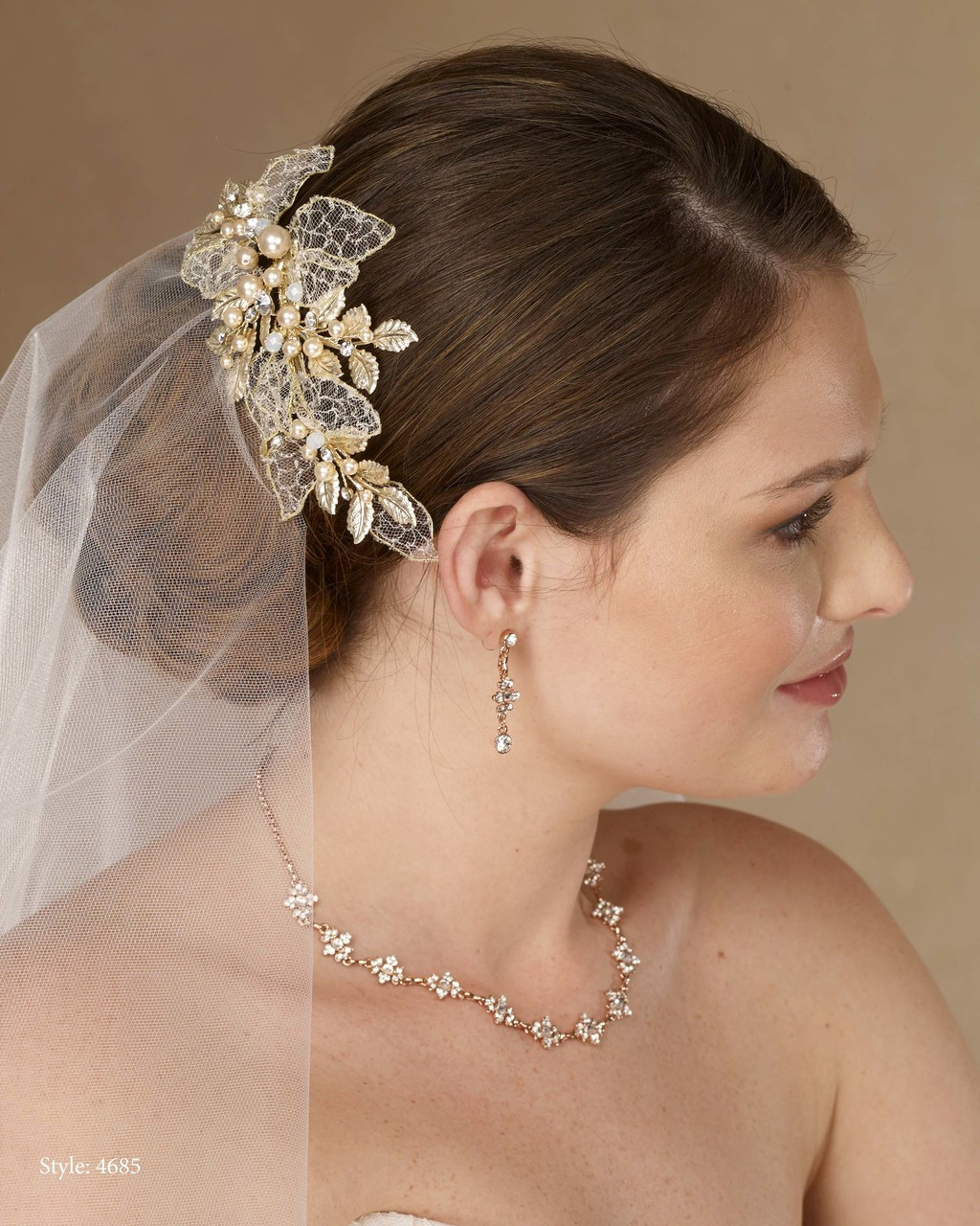 Marionat Bridal 4685 Gold clip with lace leaves, rhinestone and gold pearls - Le Crystal Collection