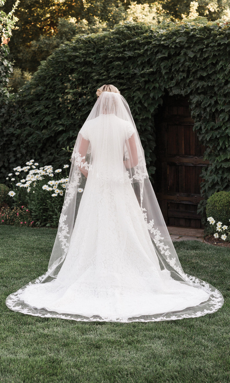 En Vogue Bridal Style V1997C - English tulle veil - Circle Cut Cathedral