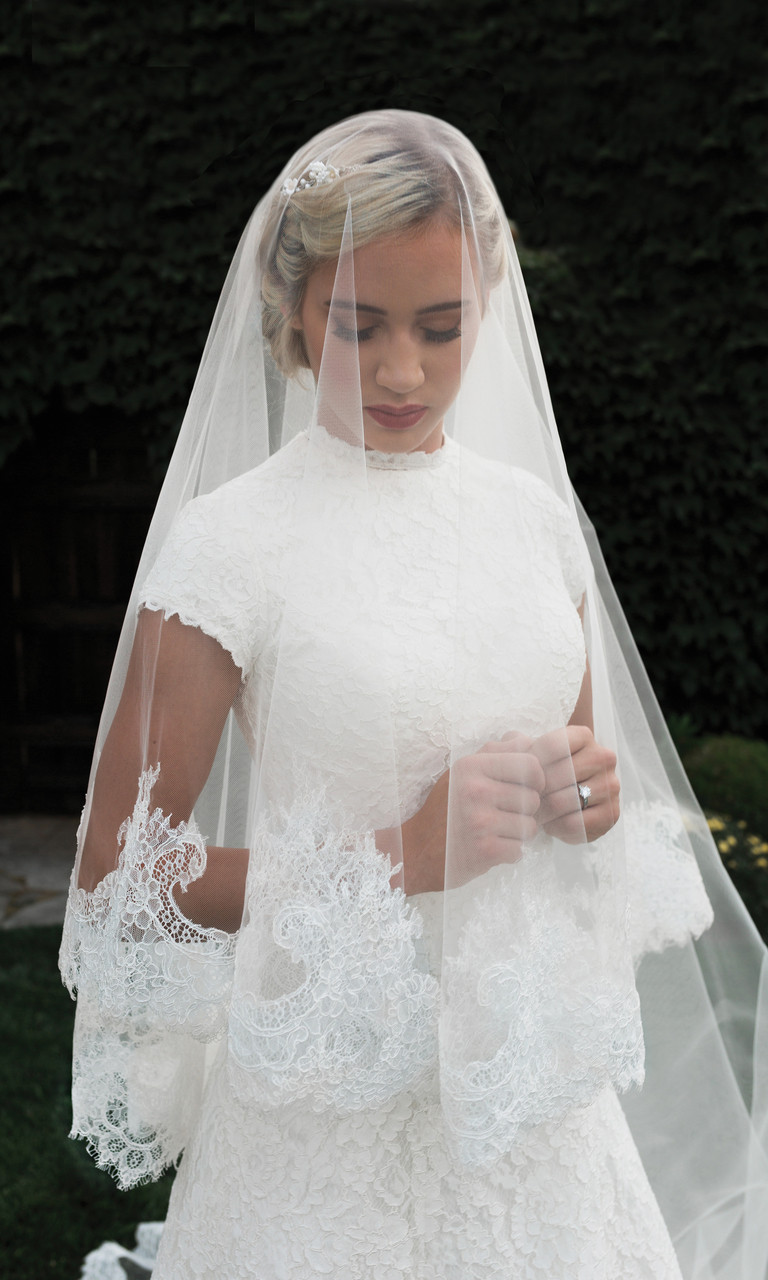 En Vogue Bridal Style V1998C-M- English tulle veil - Mantilla Cut Cathedral