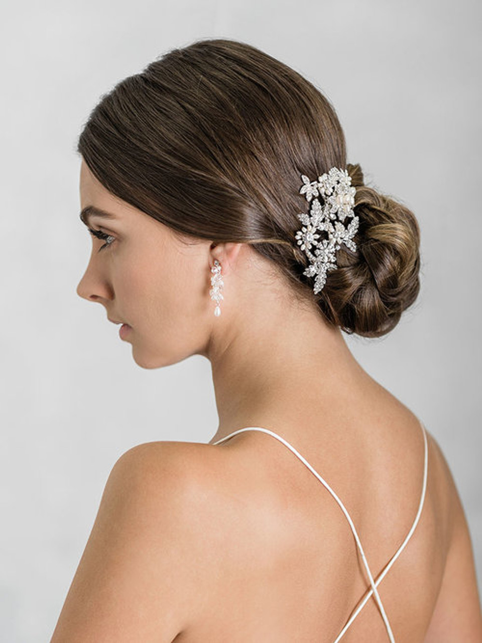 Bel Aire 6919 - Classic comb of freshwater pearl flowers and rhinestone leaves