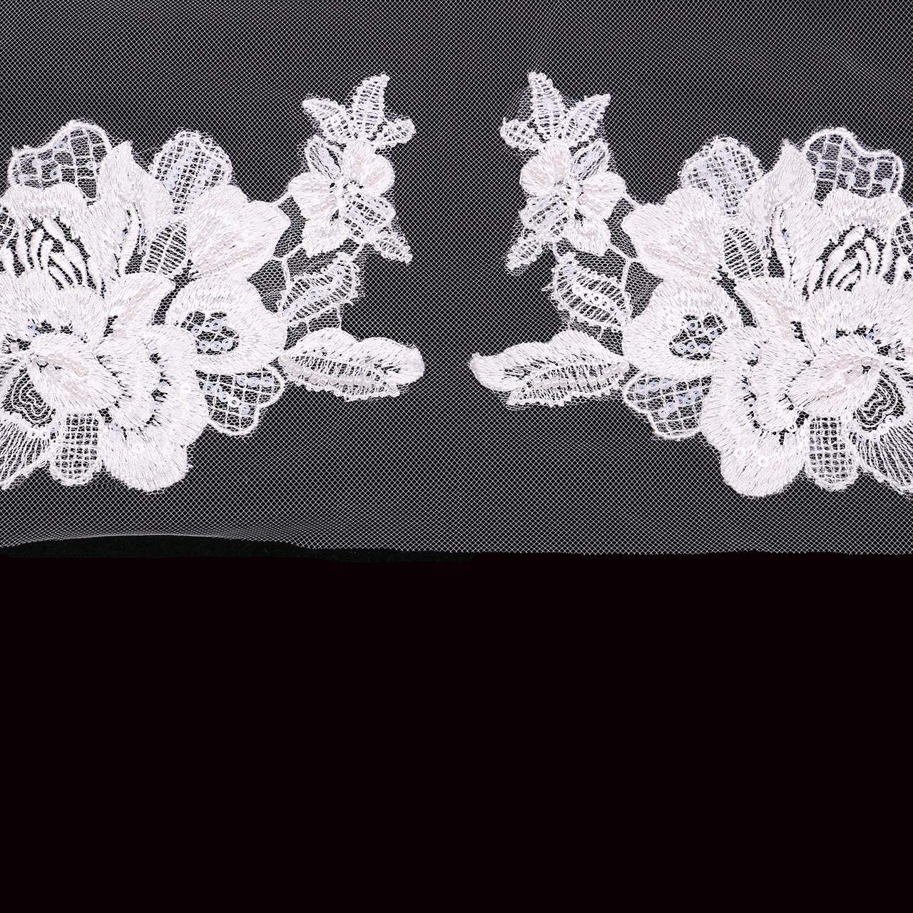 En Vogue Bridal Style V2194SF - English Tulle Fingertip Veil - One Tier