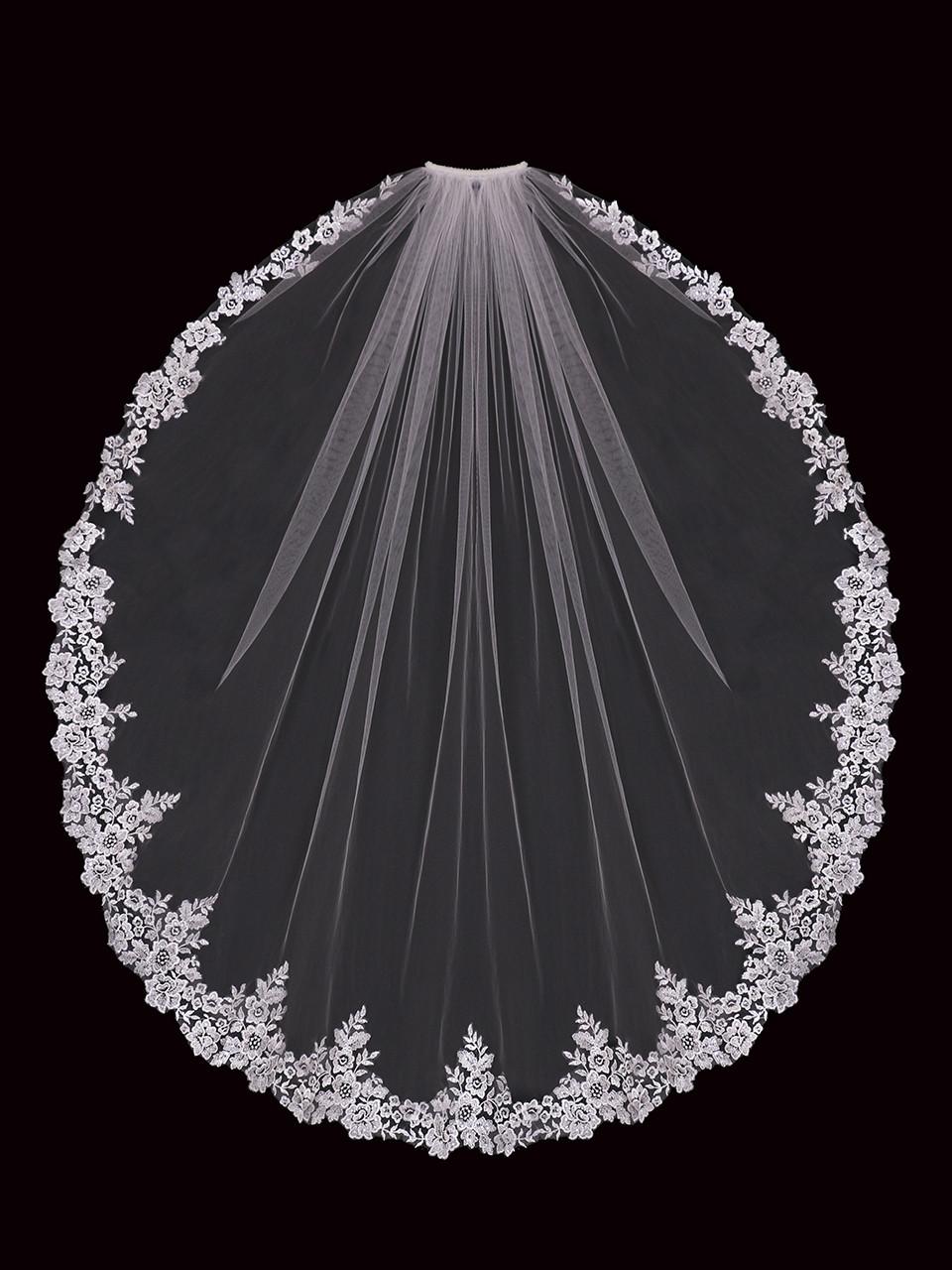En Vogue Bridal Style V2197SF - English Tulle Fingertip Veil - One Tier