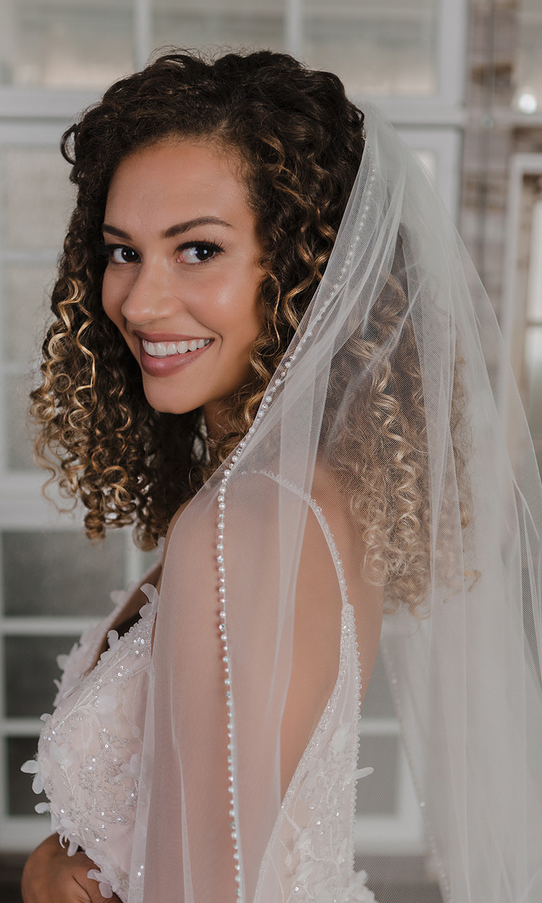 En Vogue Bridal Style V2190C - Cathedral Cut - 108 Inches