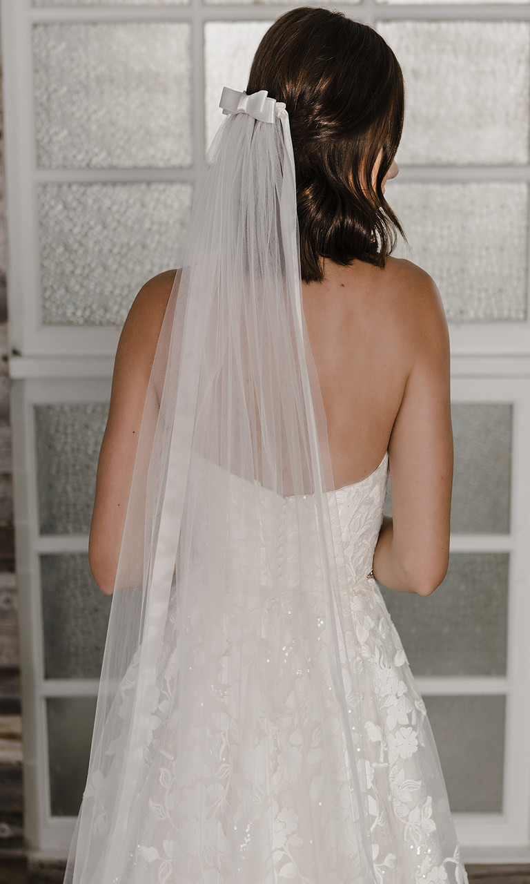 En Vogue Bridal Style V2192C - English tulle veil with Cathedral - 108 Inches