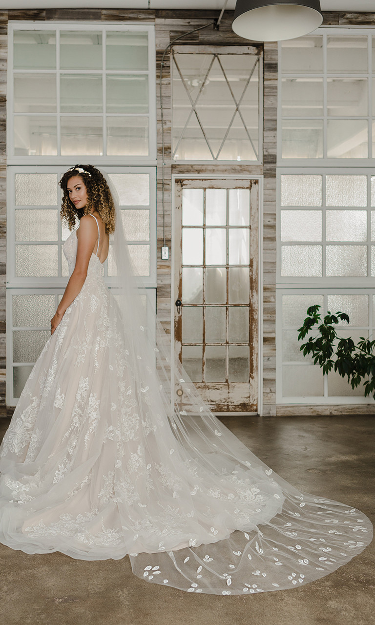 En Vogue Bridal Style V2193C - Cathedral Cut - 108 Inches
