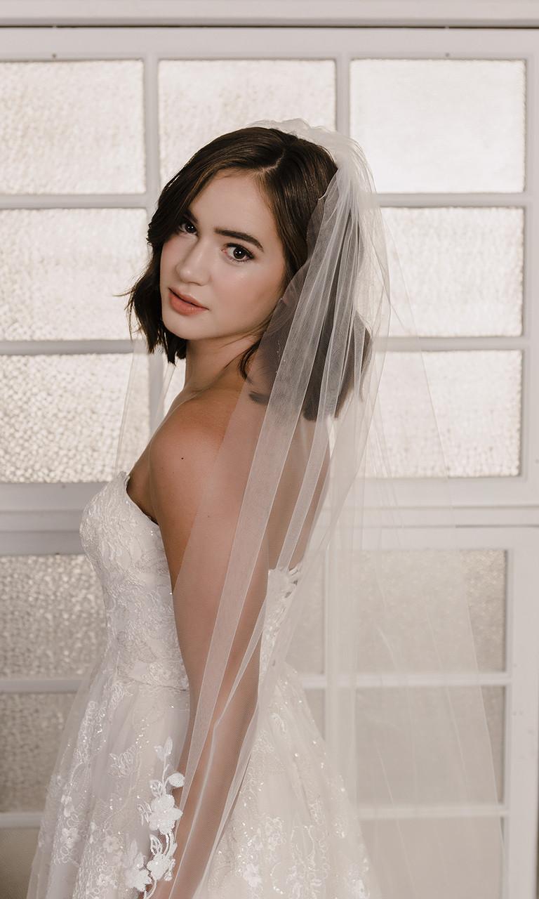 En Vogue Bridal Style V2195C - Cathedral Cut
