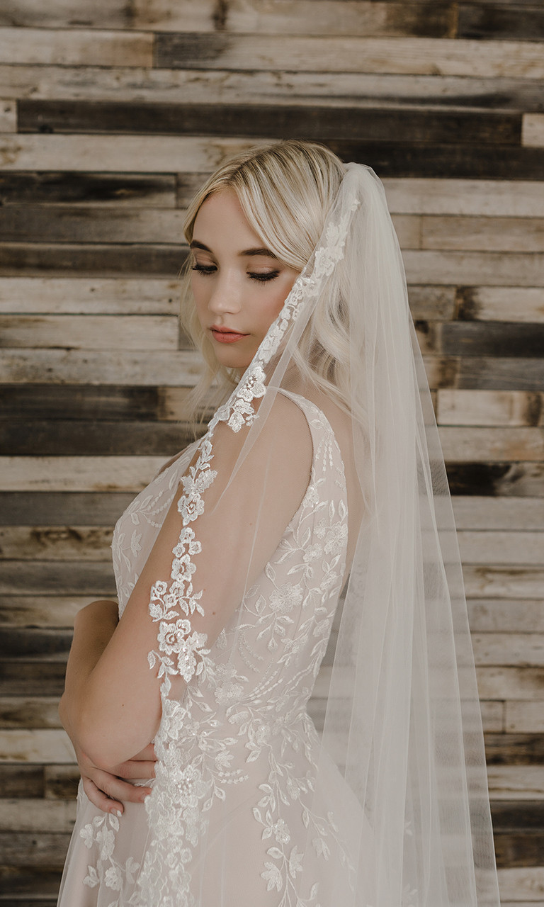 En Vogue Bridal Style V2197C - Cathedral Cut - 108 Inches
