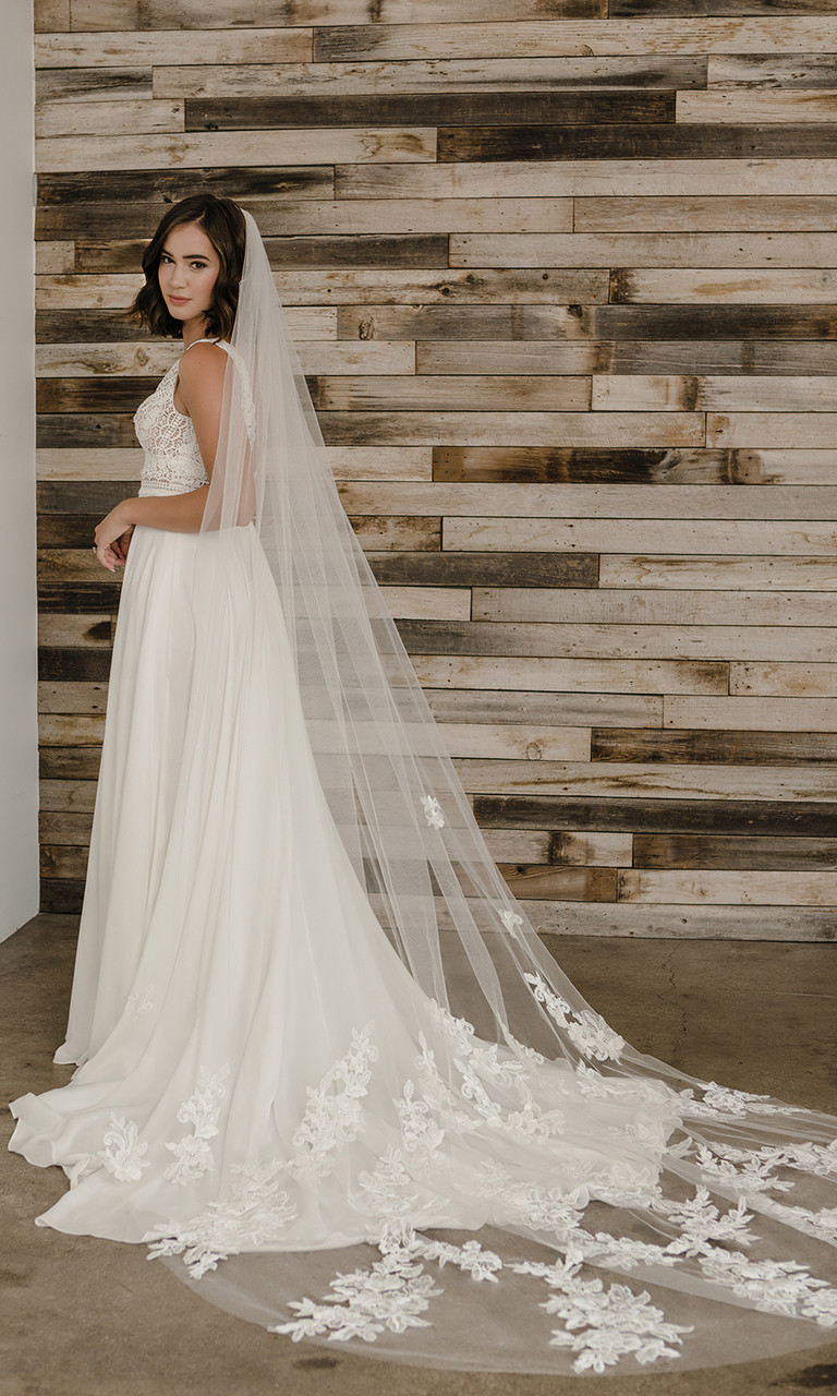 En Vogue Bridal Style V2198C - Cathedral Cut - 108 Inches