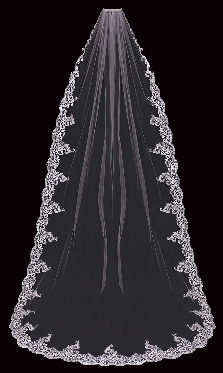 En Vogue Bridal Style V2199C - Cathedral Cut - 108 Inches
