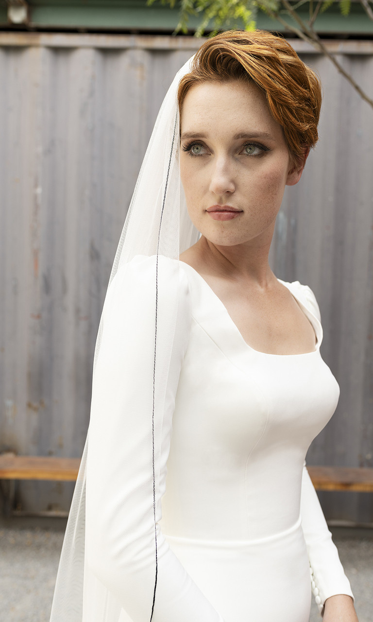En Vogue Bridal Style V2292C - English Luxe (Soft) Tulle Veil With Serged Edge - 108 Inches