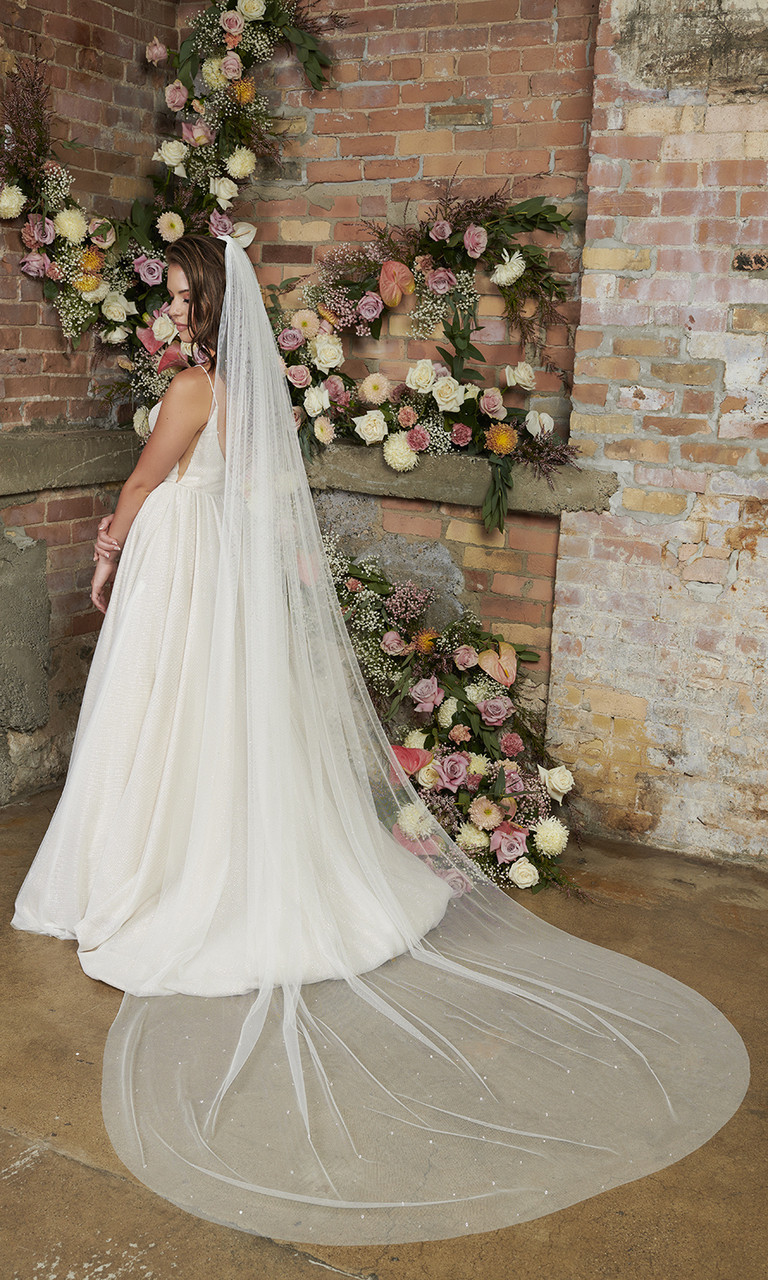 En Vogue Bridal Style V2293C - English Luxe (Soft) Tulle Veil With Scattered Rhinestones & Crystals - 108 Inches