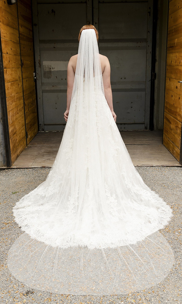En Vogue Bridal Style V2294C - English Luxe (Soft) Tulle Veil With Scattered Rhinestones & Crystals - 108 Inches