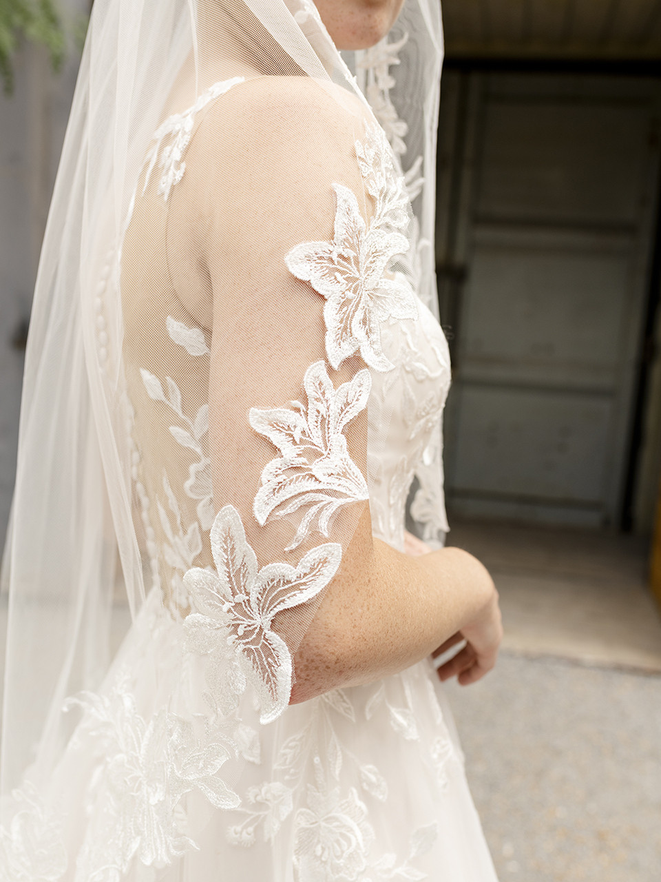 En Vogue Bridal Style V2288SF - English Tulle Veil With Sequined Lace Appliques - 41 Inches