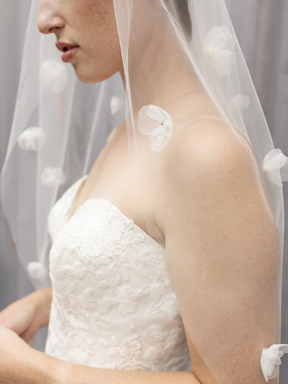 En Vogue Bridal Style V2290SF - English Tulle Veil With Sequined Lace Appliques - 41 Inches