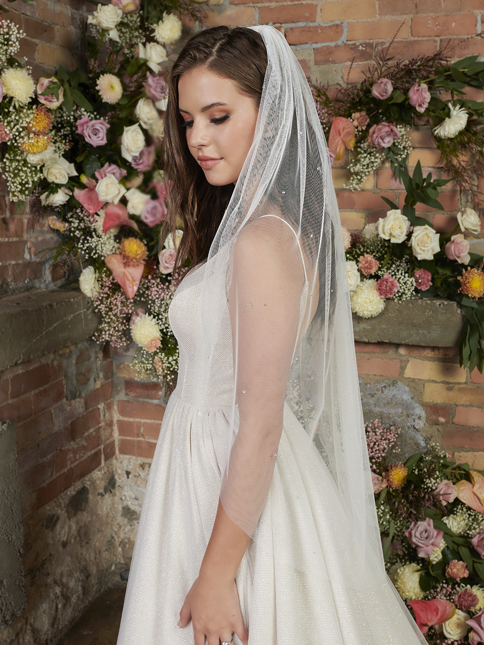 En Vogue Bridal Style V2293SF - English Luxe Tulle Veil With Scattered Rhinestones & Crystals - 41 Inches