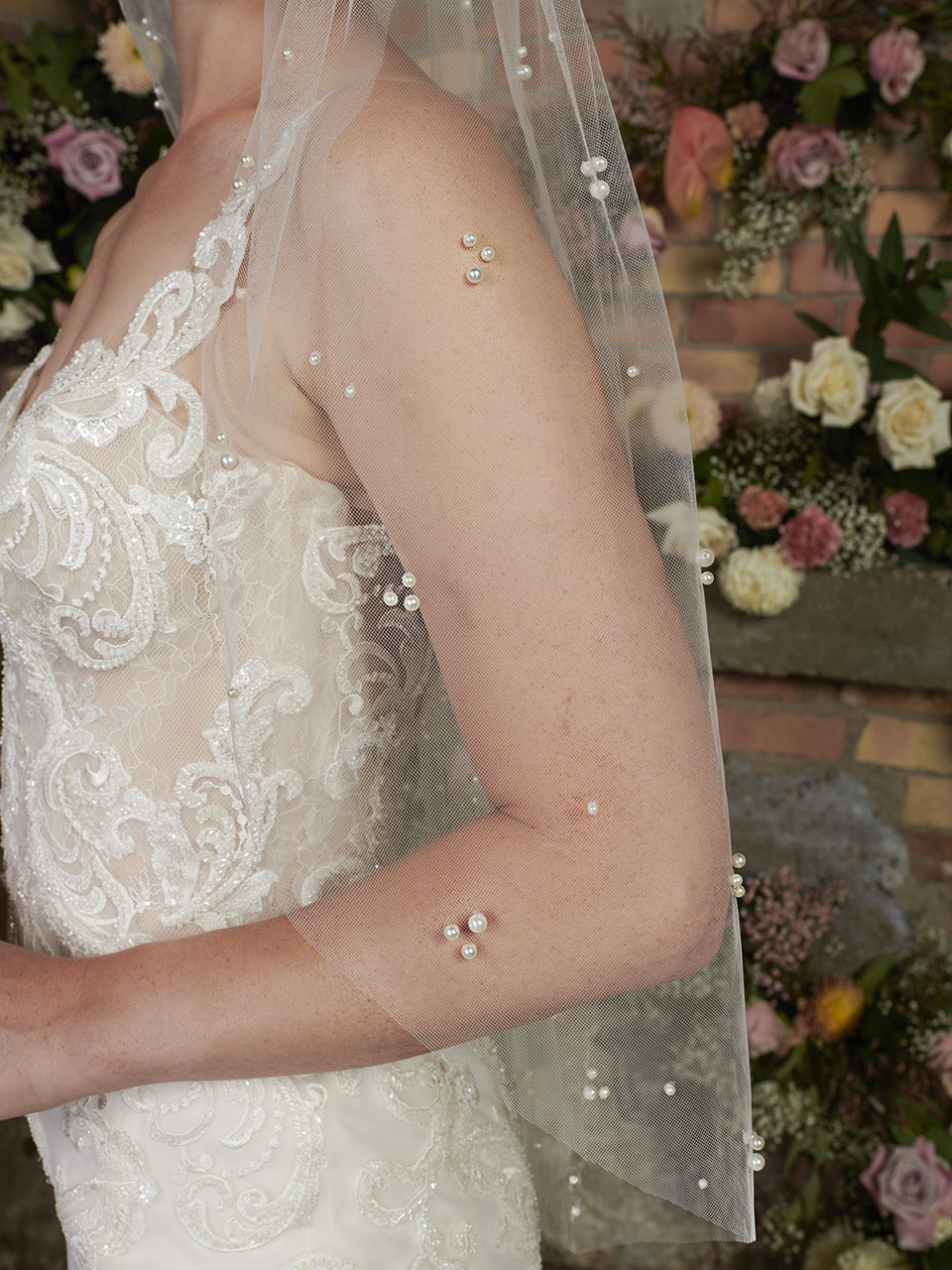 En Vogue Bridal Style V2295SF - English Tulle Veil With Scattered Pearls - 41 Inches
