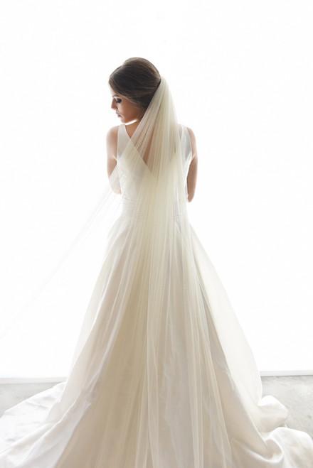 "Erica Koesler Wedding Veil 898-80 - Cut Edge English net tulle - 80"" Inches"