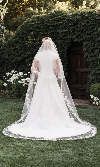 En Vogue Bridal Style V1997C - English tulle veil - Circle Cut Cathedral