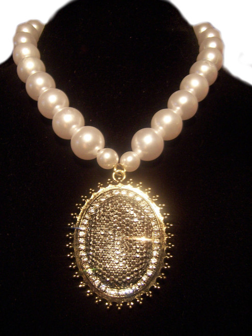 Pearl Fashion Necklace w/Oval Rhinestone Pendant