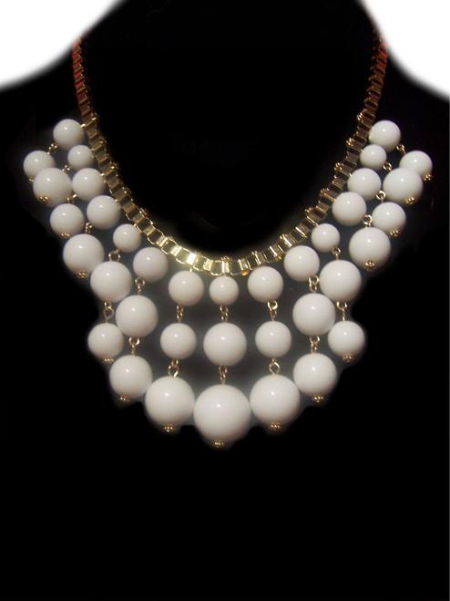 Pretty White Pearls Fashion Necklace