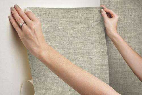 "Grace & Gardenia Tropical Gray Faux Grasscloth Peel and Stick Wallpaper 27"" x20'"