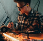 Selection of appropriate hearing protection in accordance with DIN EN 352 depends on the specific working conditions and the type of noise occurring at the workplace. Photo by Malte luk from Pexels
